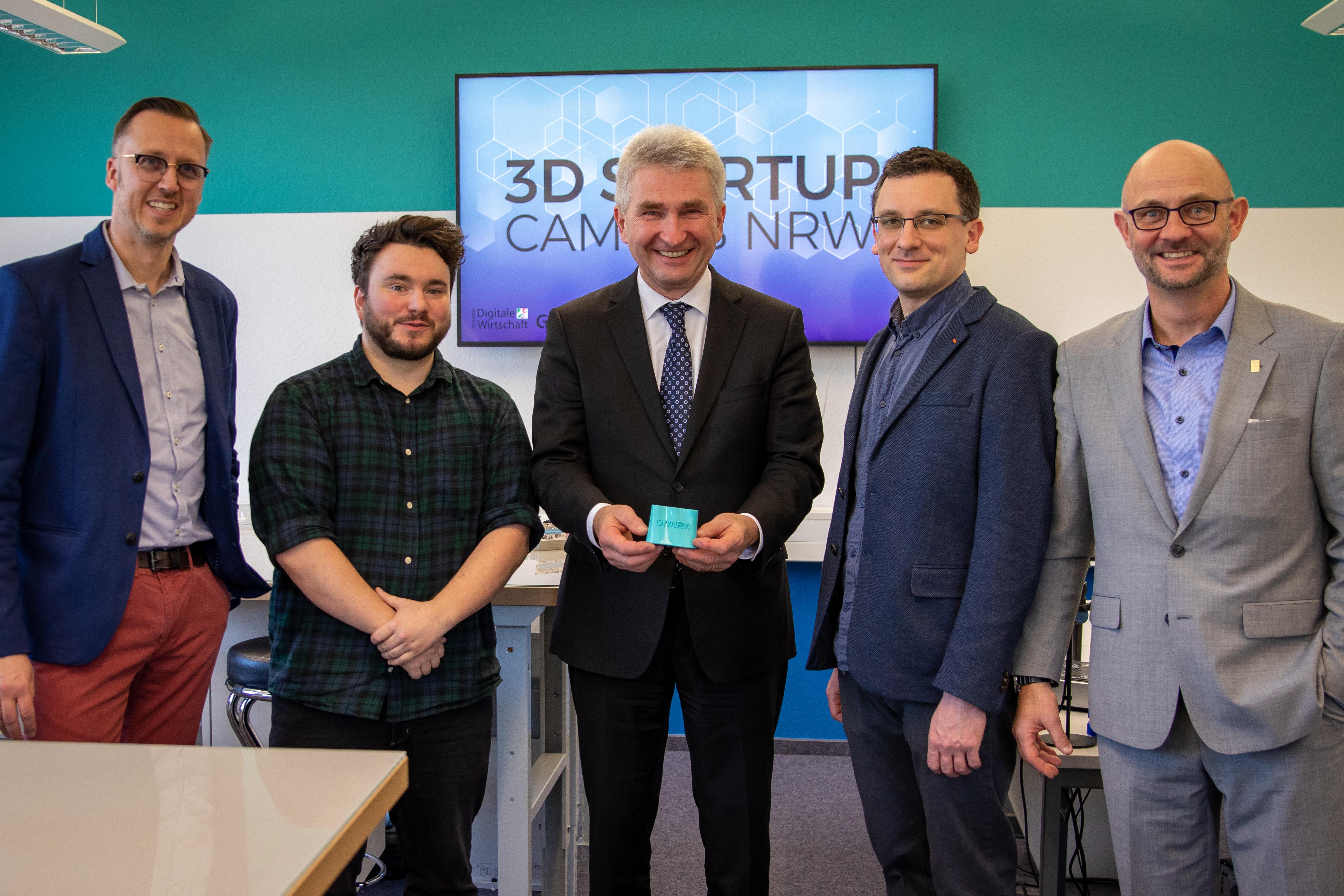"""Wirtschaftsminister Prof. Pinkwart besucht den """"3D Startup Campus NRW"""" in Solingen"""